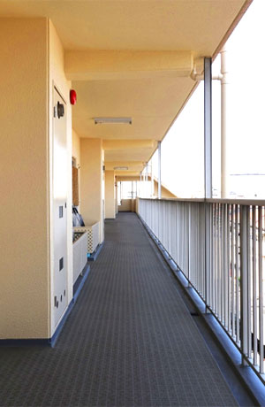 害虫ブロック施工施設(マンションの廊下)