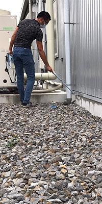 害虫ブロック施工施設(工場の外壁)